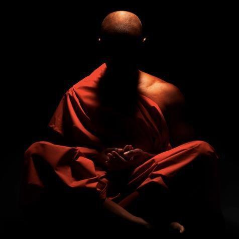 No se debe pensar                           En el antes y en el después                          hacia adelante, hacia atrás                          Solamente la libertad                          del punto del medio